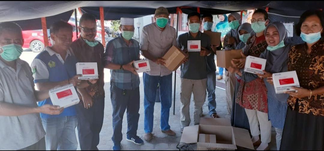 Pengusaha KalBar Peduli Sumbang Rapid Test Kit dan Thermometer Imfra Merah ke Pemkab Ketapang