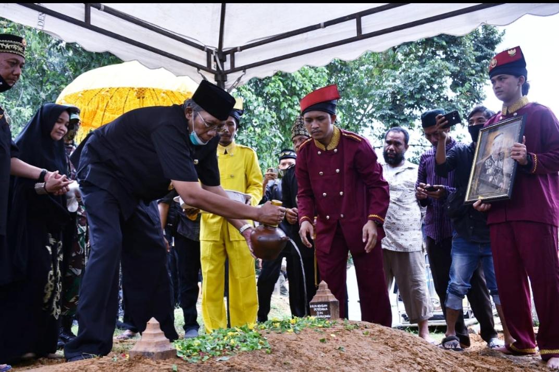 Masyarakat  Sintang Berduka Atas Mangkatnya Baginda Yang Mulia Sultan Sintang